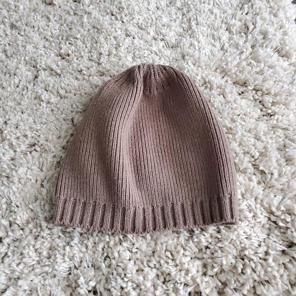 c083d32089520 Uniqlo Heat Tech Brown Knit Beanie. M 5c880b982beb794aa95a17d1